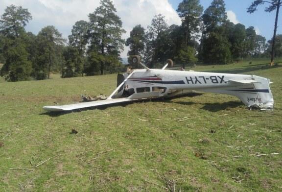 Se desploma avioneta, el piloto salió vivo.