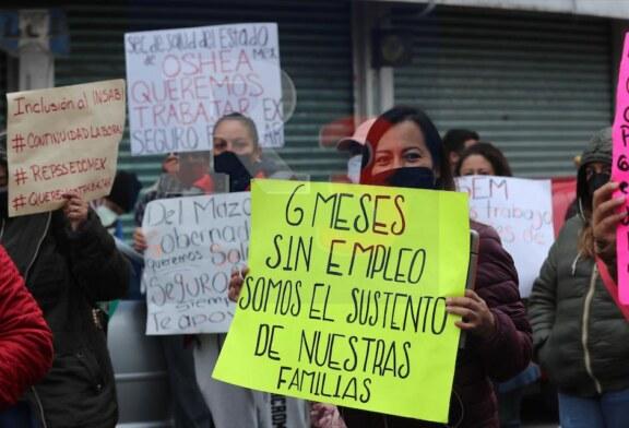 Se manifiestan ex trabajadores de salud porque Alfredo del Mazo no cumple su promesa.