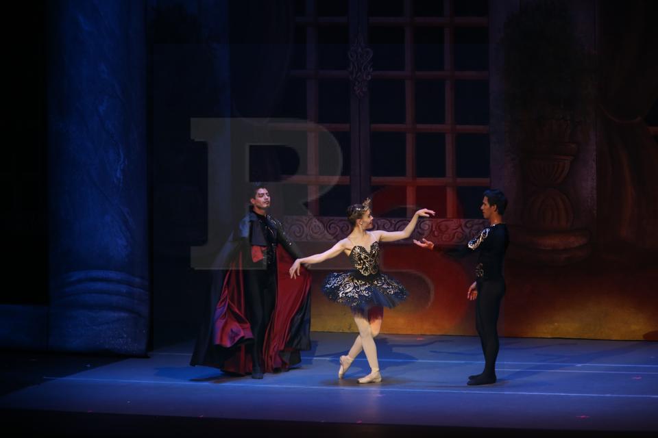 """Conquista al público la presentación de """"El Lago de los Cisnes"""" en el Teatro Morelos"""