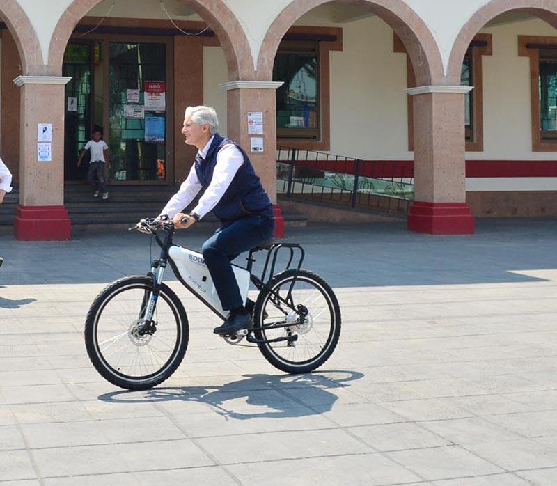 Candidatos ofrecen pugnar por uso de la bicicleta; pero mientras, el gobierno quita ciclo vías.