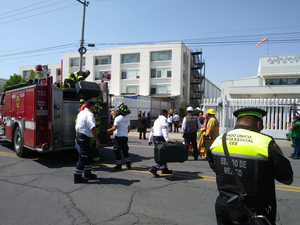 Controla Protección Civil y Bomberos de Toluca conato de incendio y propagación de sustancia química