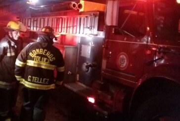 Controlan incendio en local de grúas en San Mateo Atenco