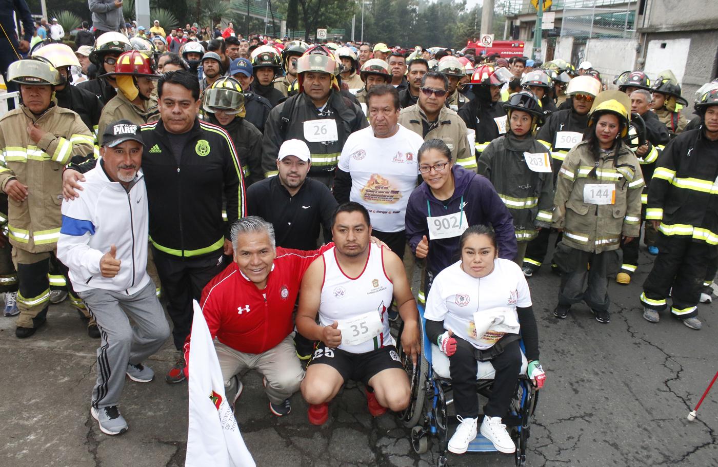 Corren familias de Toluca con el corazón durante la 6ª edición de la Carrera 5K Préndete