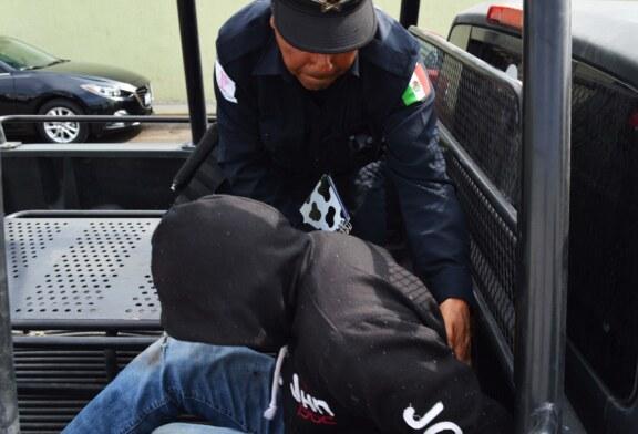 Detiene policía de Toluca a sujeto en la colonia Parques Nacionales