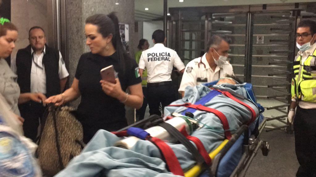 Helicópteros de la Policía Federal trasladan lesionados de Morelos y Puebla a la Ciudad de México.