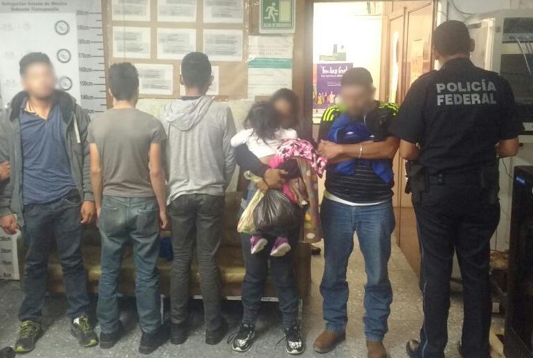 Policía Federal rescata a 27 indocumentados en diferentes carreteras del Estado de México.