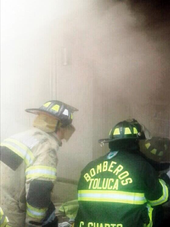 Sofocan Bomberos de Toluca incendio en establecimiento de la colonia Miguel Hidalgo