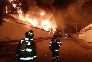 Apoya Cuerpo de Bomberos de Toluca labores para sofocar incendio en Santiago Tianguistenco