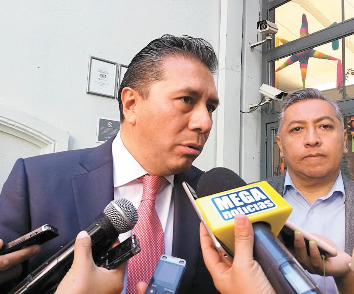 Gasta Toluca 122 mil 337 pesos en una sala de dos sillones.