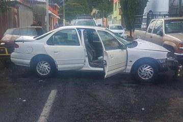 Policía de Toluca detiene a dos individuos presuntamente dedicados al robo a interior de vehículo