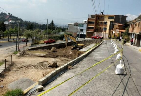 Protección Civil de Toluca atiende colapso parcial de la calle Niños Héroes, Barrio de la Teresona.