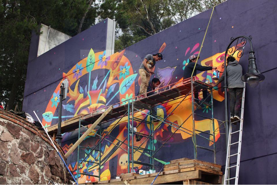 Un grupo de jóvenes artistas embellecen el teatro Quimera de Metepec