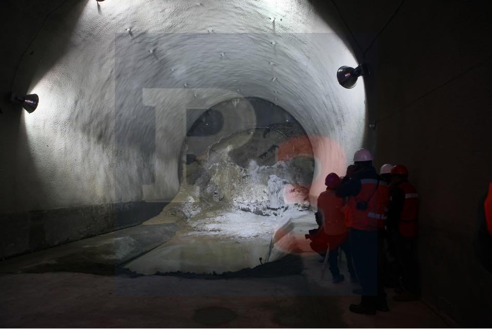 Perforan uno de los túneles que usara el tren interubano