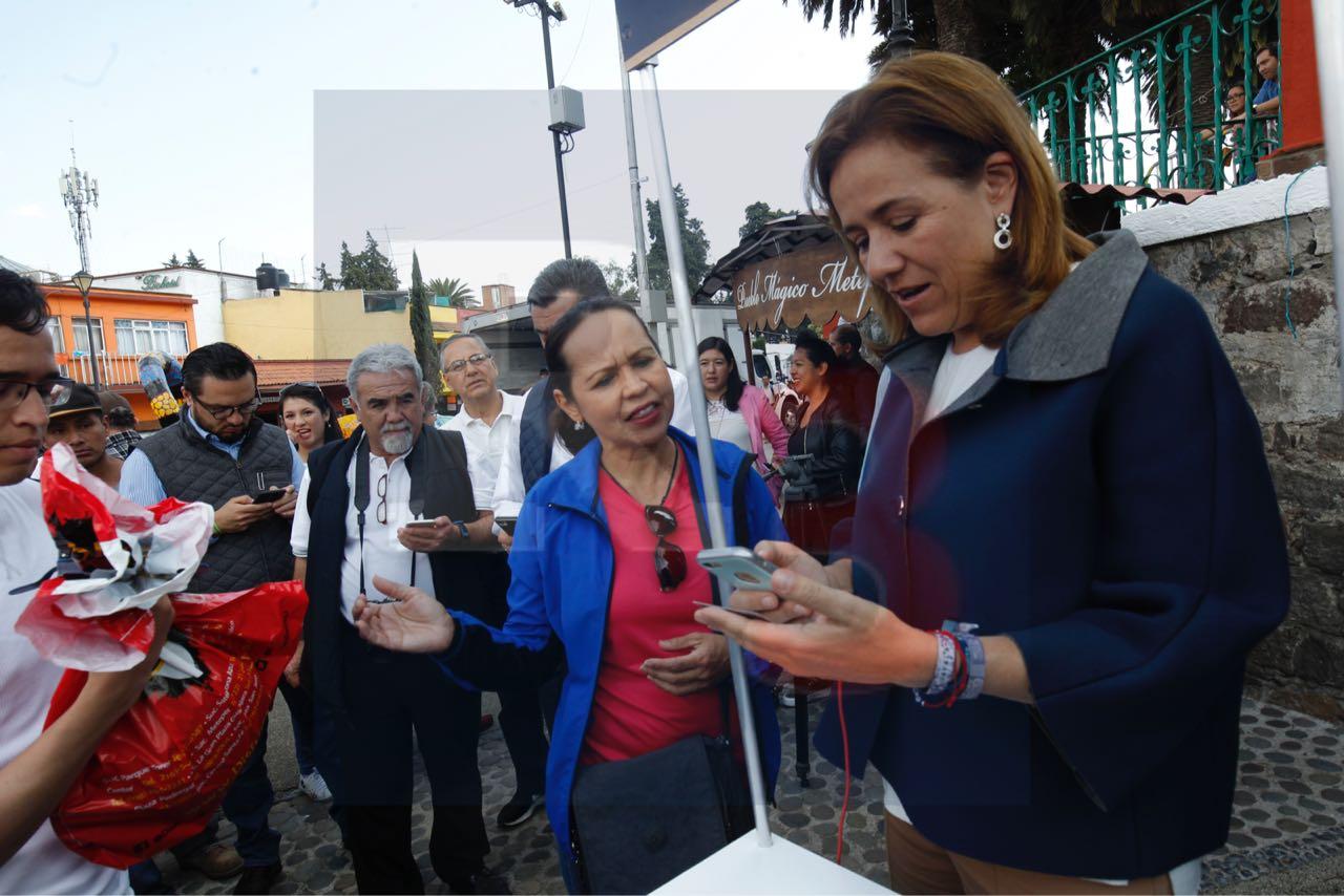Margarita Zavala pide al INE, más opciones para la colecta de firmas.