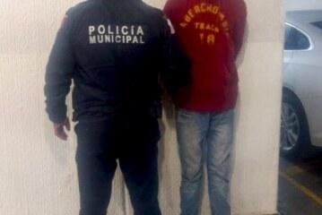 Asegura Policía de Toluca a sujeto por robo a interior de vehículo