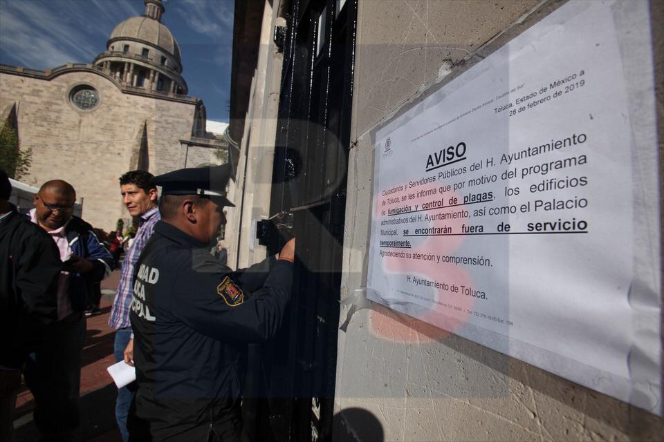 Iban a ejecutar un embargo y que les fumigan el ayuntamiento.