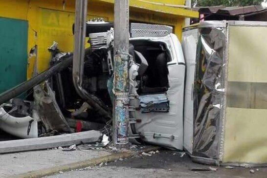 Accidente en la baja de Tollocan con dirección a CDMX