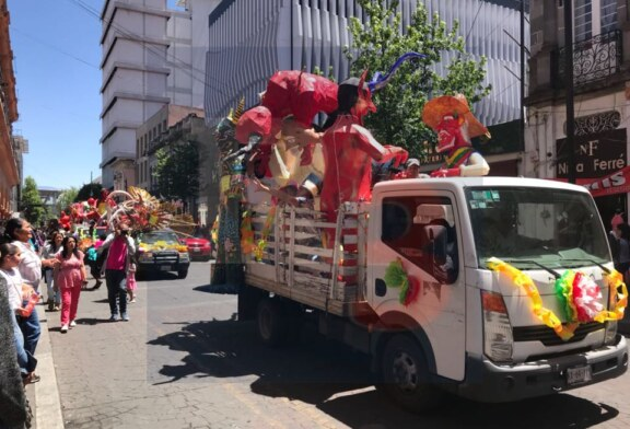 Salen los Judas a recorrer las calles de Toluca
