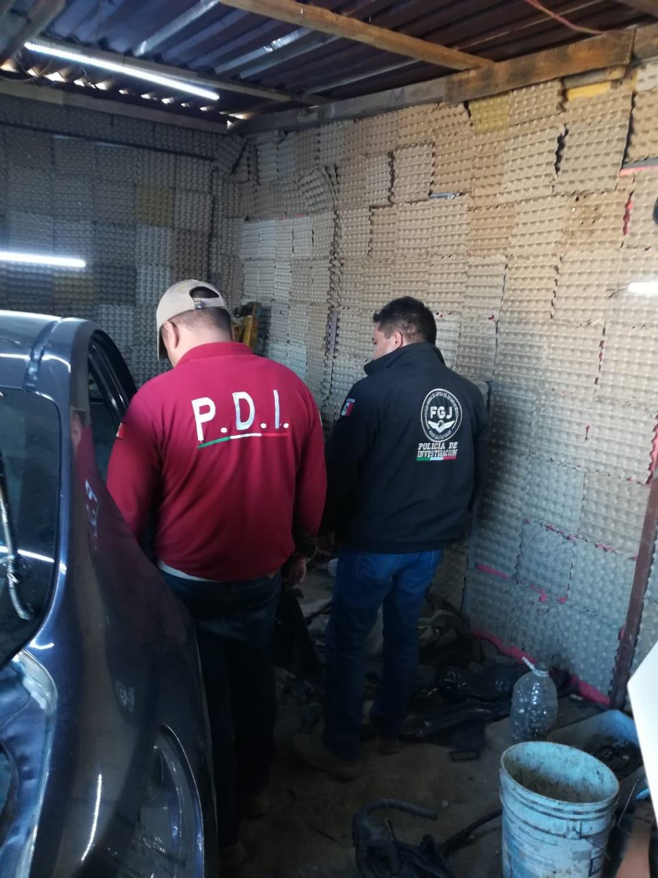 Catean inmueble en Cuautitlán Izcalli en donde fueron recuperados dos vehículos con reporte de robo
