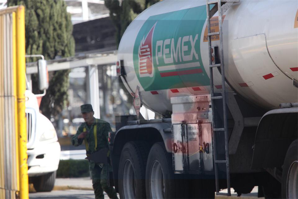 Vigila el ejército mexicano las instalaciones de Pemex; sigue el desabasto