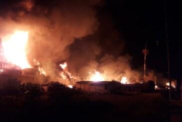 Atienden equipos de protección civil y bomberos incendio en Cuautitlán