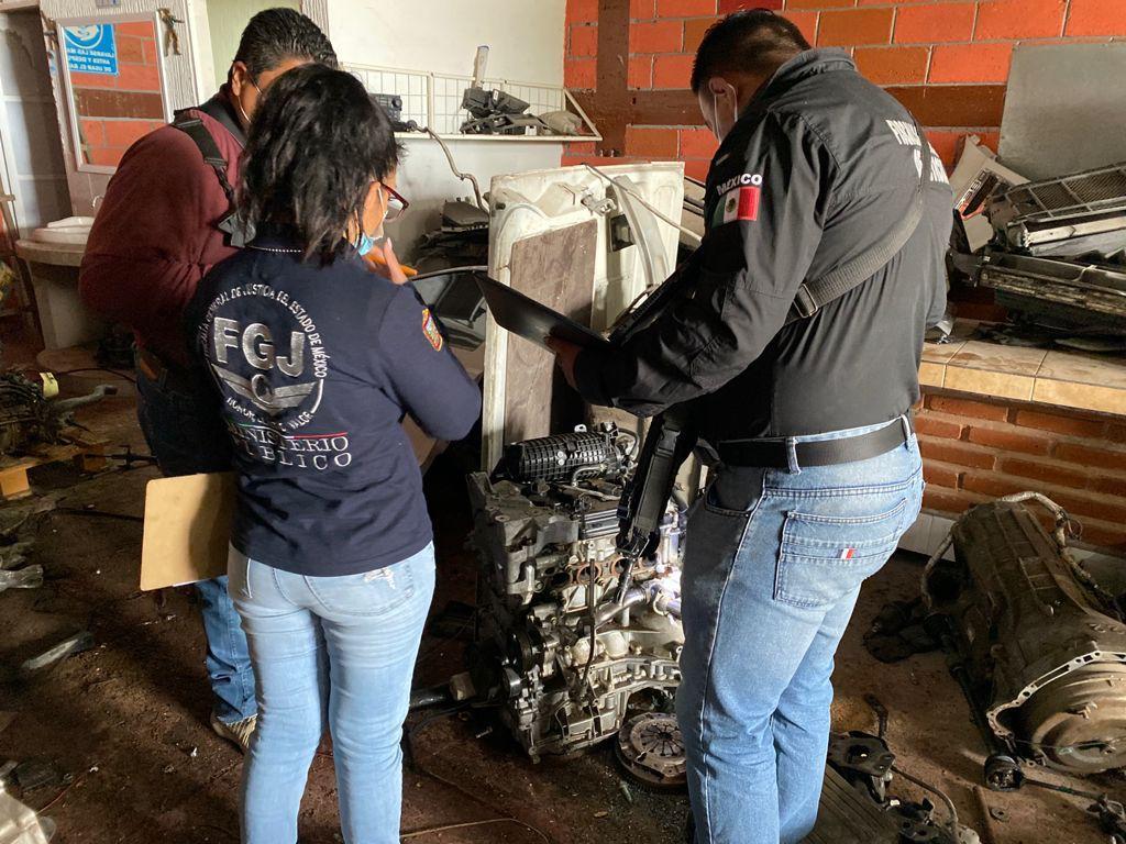 Catea FGJEM dos inmuebles en Tecámac y Chimalhuacán donde asegura autopartes y mercancía robada