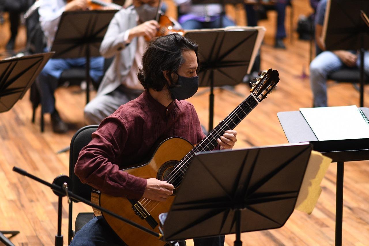 Debuta guitarrista Morgan Szymanski con la orquesta sinfónica del Estado de México