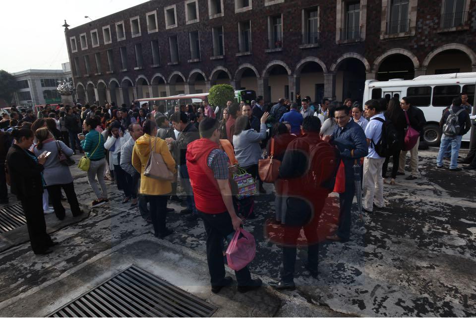 Se inunda un estacionamiento en pleno centro de la capital