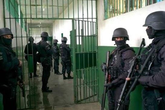 Controla policía estatal riña en el penal de Chiconautla