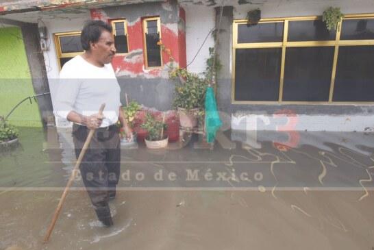 Mientras Eruviel prepara maletas, los mexiquenses siguen inundándose
