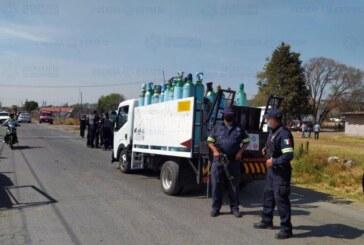 Recuperan un camión que transportaba tanques de oxígeno.