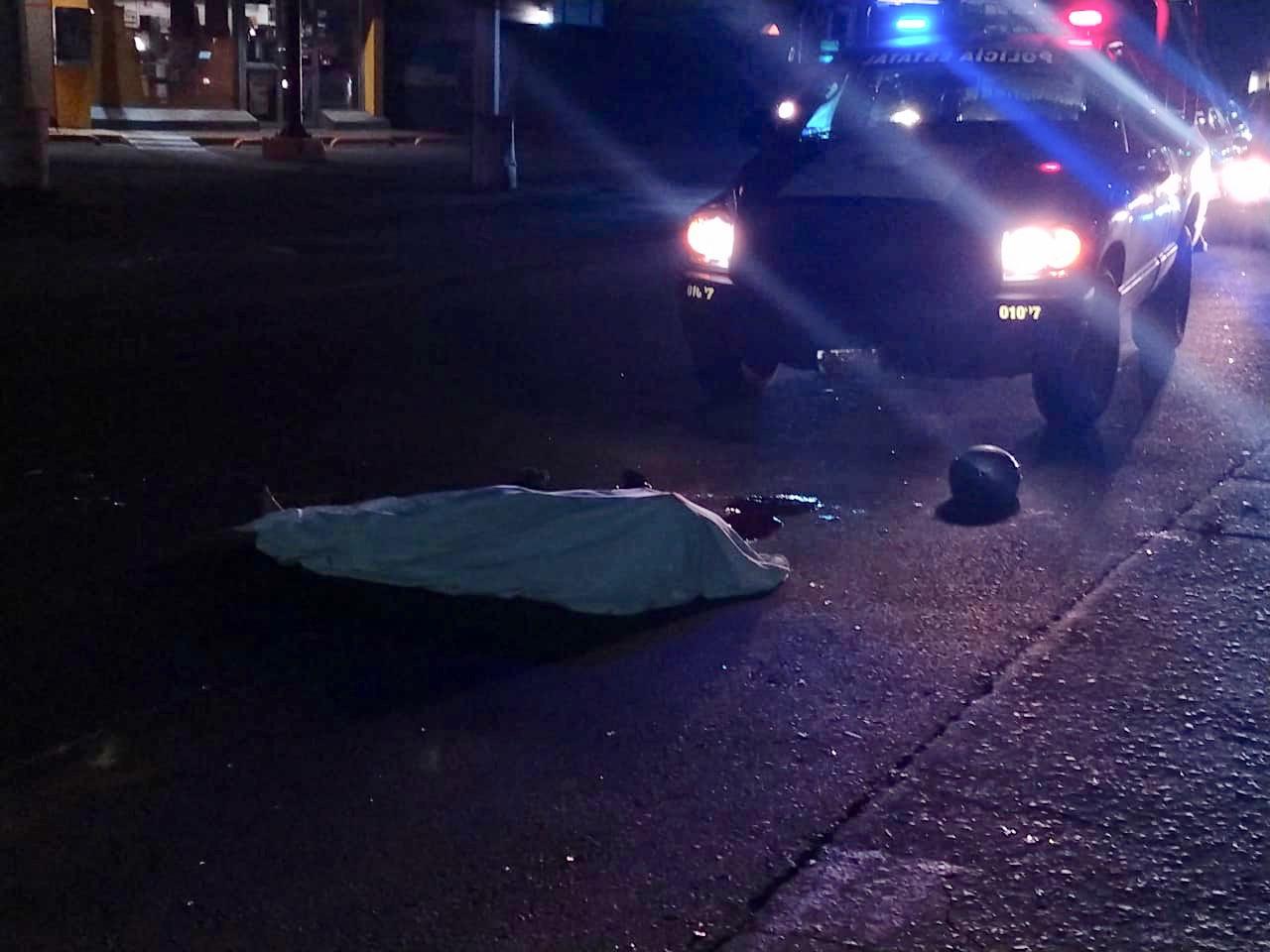 Arrolla una motocicleta a una mujer y le provoca la muerte