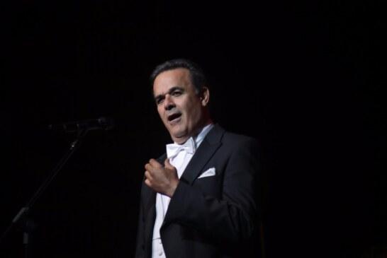 Encanta concierto de la OSEM con Fernando de la mora en teatro Morelos