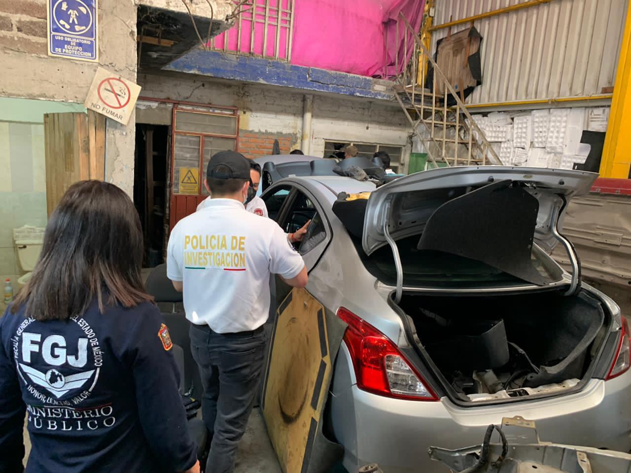 Catean inmueble en Ecatepec donde aseguran siete vehículos con reporte de robo