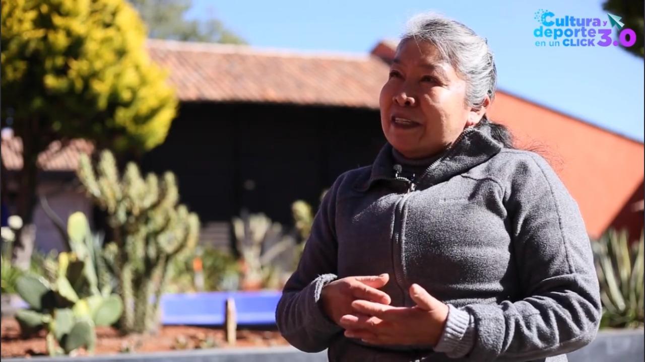 Comparte Reyna Rayón su experiencia en el telar de cintura.