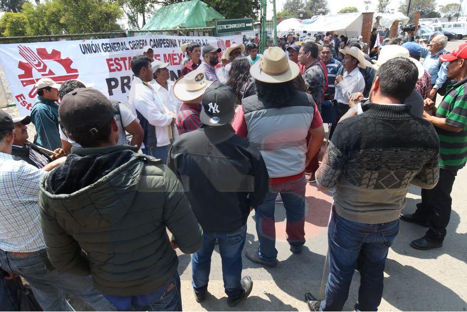 Campesinos exigen apoyos sin condición al voto