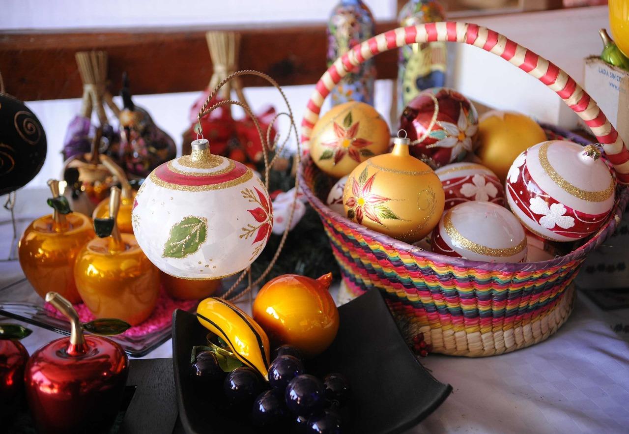 Revive artesana de El Oro tradición de esferas artesanales