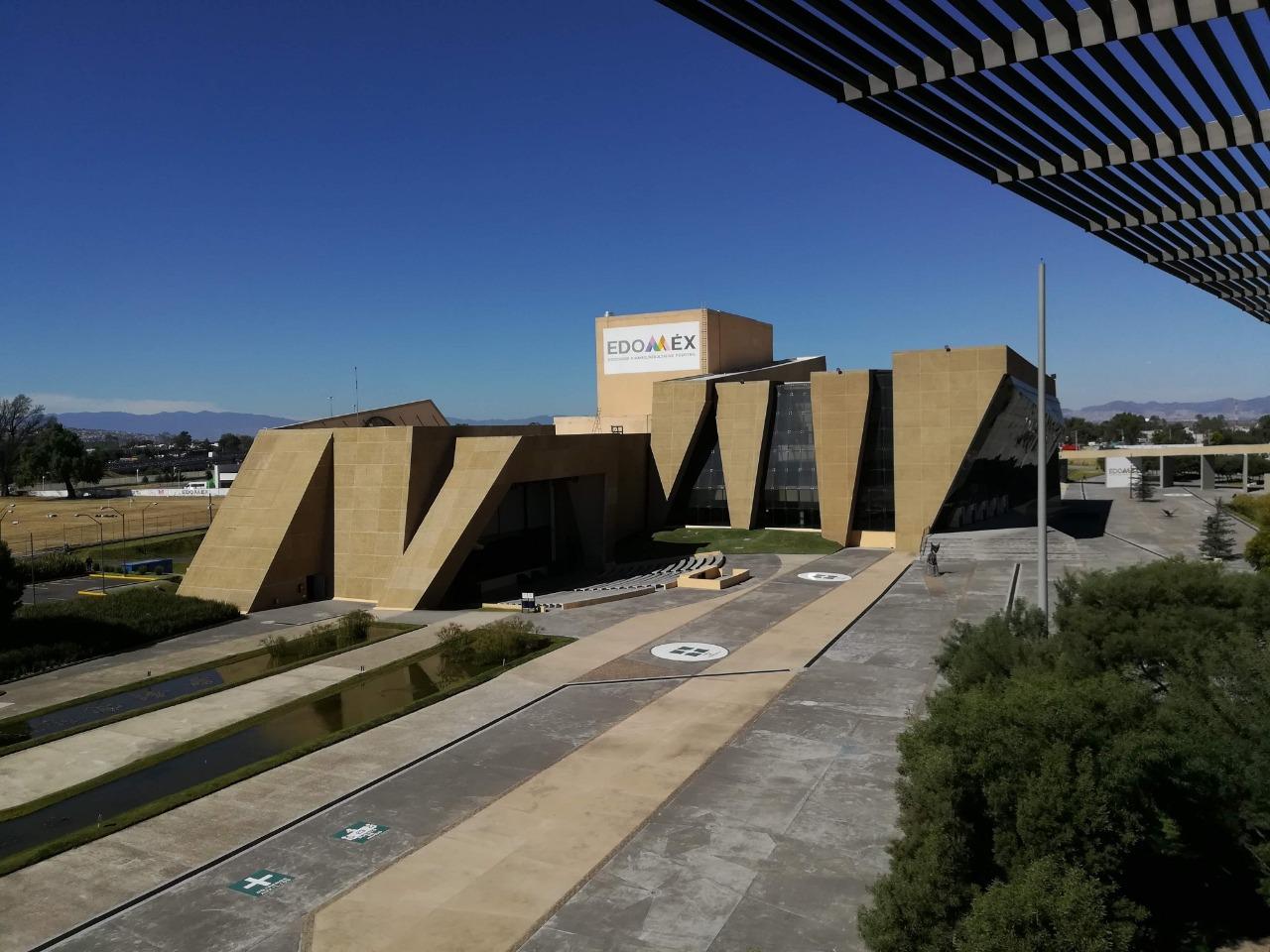 Organiza centro cultural mexiquense bicentenario actividades artísticas, académicas y deportivas para todo público.