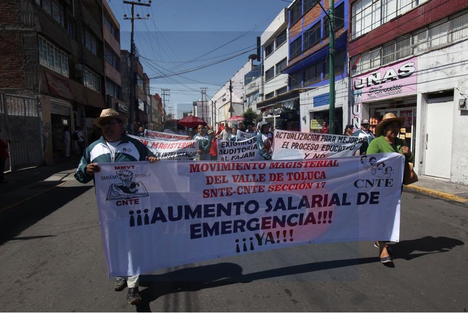 Marchan maestros en Toluca