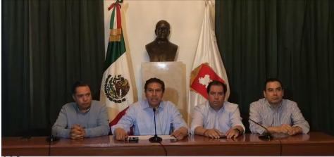 Culpa Juan Rodolfo al sindicato de Romero Deschamps del desabasto, pide apoyo a los sacerdotes.