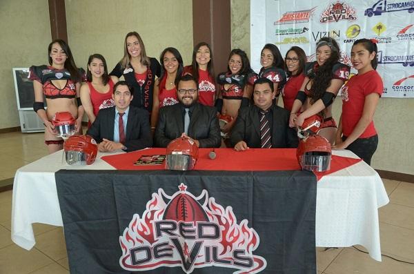 Arranca pretemporada  equipo de futbol americano en bikini, Red Devils