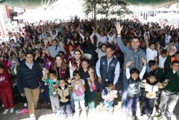 Sistemas DIF Metepec y estatal crean sonrisas con la llegada de los reyes magos