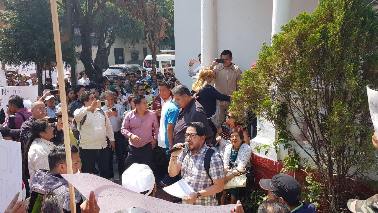"""Acusan militantes que se """"negociaron"""" las candidaturas de MORENA a alcaldes y diputados del Edomex"""